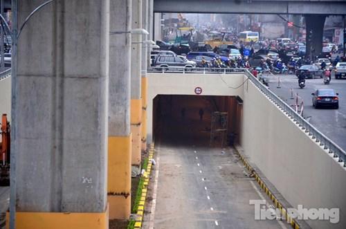 Với chiều dài 980 m, được khởi công từ tháng 6/2014. Hầm có tổng mức đầu tư 500 tỷ đồng, sử dụng vốn ODA Nhật Bản.