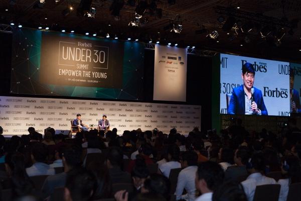 Nơi đây vừa tổ chức sự kiện Forbes 30 Under 30. Trong ảnh là CEO GrabTaxi đang phát biểu - Ảnh: H.Đ