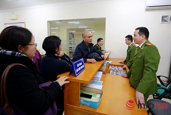 Đây là giấy tờ tùy thân, thể hiện thông tin cơ bản về lai lịch, nhận dạng của công dân Việt Nam, được sử dụng trong các giao dịch trên lãnh thổ Việt Nam.