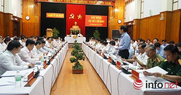 ... với các đại biểu tham dự Hội nghị Thành ủy Đà Nẵng (mở rộng) lần thứ 4, ngày 13/4 (Ảnh: HC)