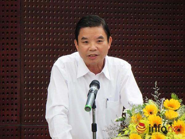 Ông Nguyễn Văn Tiến thay mặt những người làm công tác giải tỏa đền bù xin lỗi người dân ở nhiều dự án giải tỏa (Ảnh: HC)