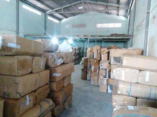 Hàng ngàn mặt hàng nằm trong danh mục cấm nhập khẩu.