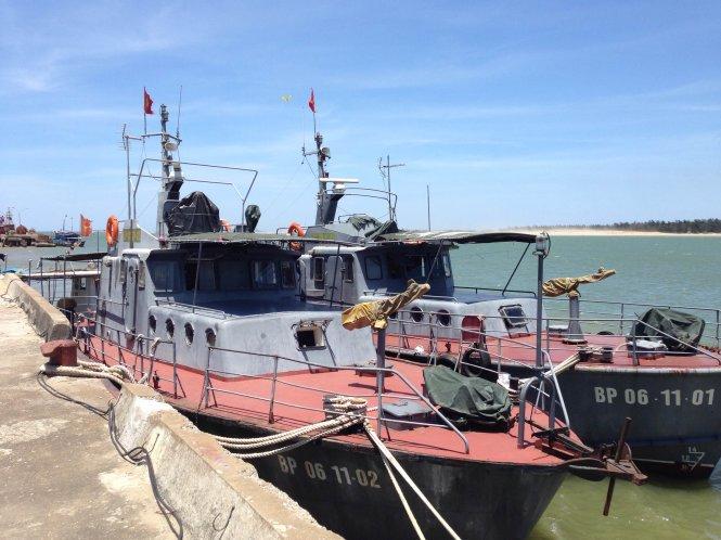 Hai tàu hải đội 2 sẵn sàng tìm kiếm cứu nạn máy bay mất tích ở cầu cảng - Ảnh: Doãn Hòa