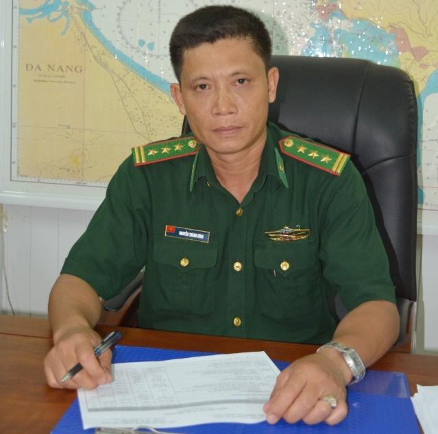 Thượng tá Đính khẳng định sắp tới chỉ có xe chở khách xuống đi tàu du lịch mới được đậu đỗ tại Cảng sông Hàn. Ảnh: Tấn Việt.