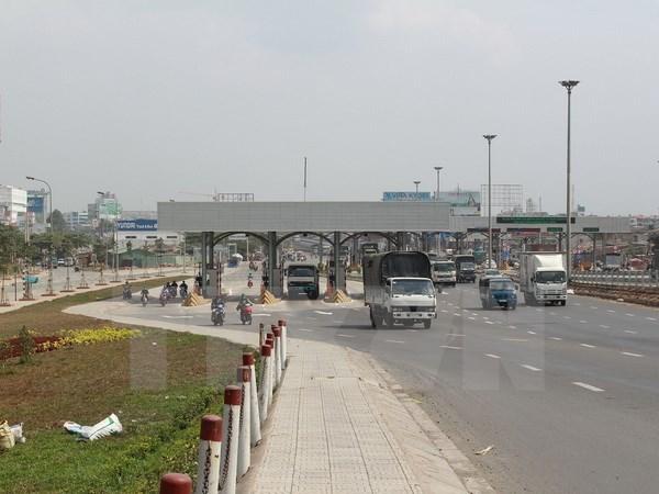 Nhiều tuyến đường đã bị trạm BOT bủa vây, doanh nghiệp vận tải và người dân không có lựa chọn đi đường khác. (Ảnh: TTXVN)