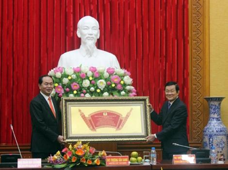 Chủ tịch nước Trần Đại Quang và nguyên Chủ tịch nước Trương Tấn Sang. Ảnh: CAND