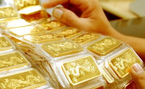 Người bán vàng miếng SJC bị soi để trừ tiền với vàng 1 chữ cái. Ảnh mang tính chất minh họa.