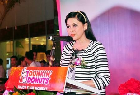 Bà Lê Hồng Thuỷ Tiên phát biểu tại lễ khai trươngDunkin Donuts. Ảnh: D.K.D.