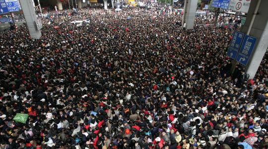 Biển người ở nhà ga Quảng Châu Ảnh: REUTERS