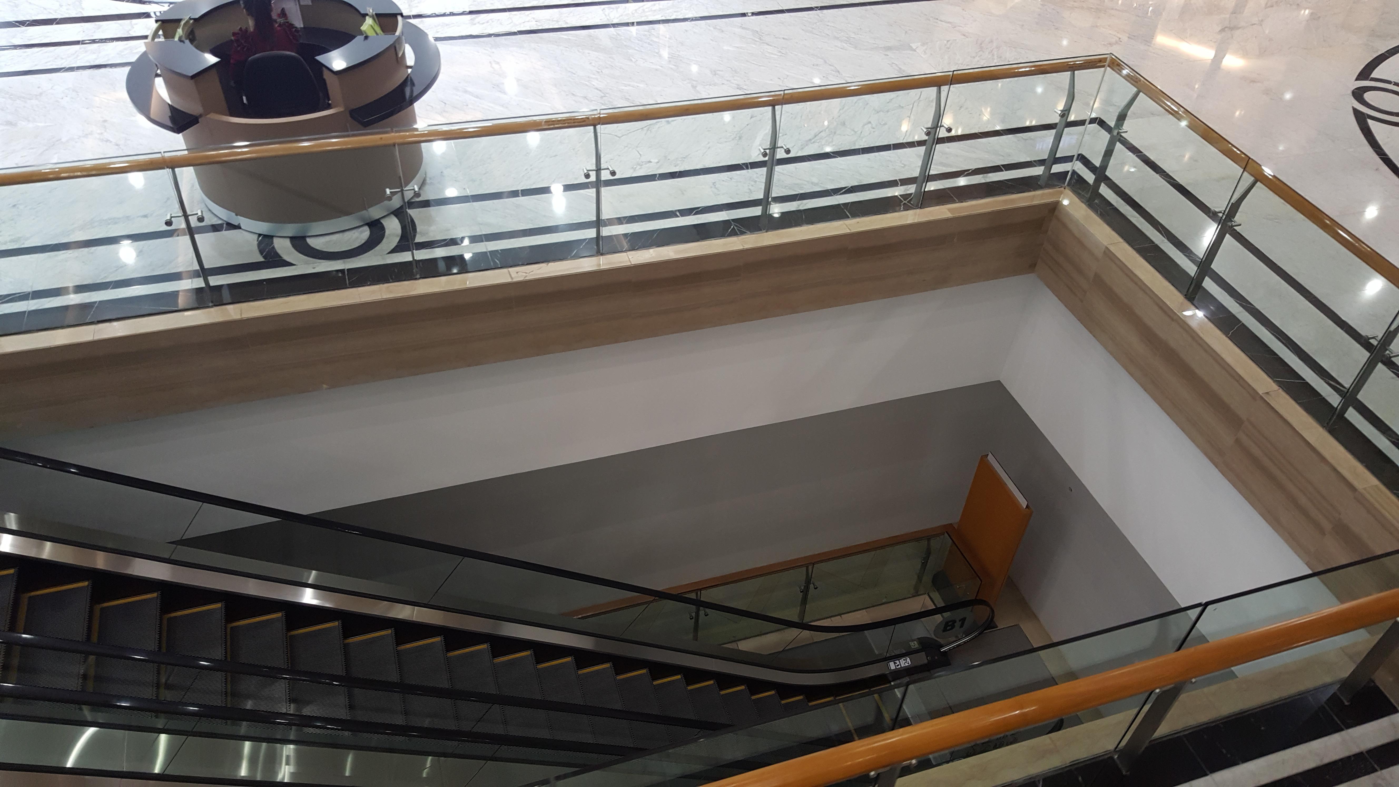 Toàn bộ phần ngầm của tòa nhà đã ngưng hoạt động từ gần 2 năm nay để nâng cấp sửa chữa thành khách sạn