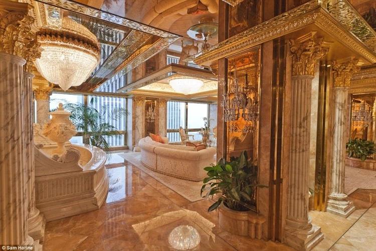 Hình ảnh xa hoa của căn hộ nhìn từ bên trong. Ảnh: Sam Horine/ Capital Pictures