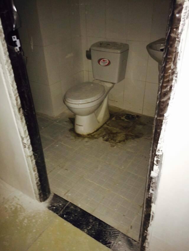 Hình ảnh nhà tắm của căn hộ được người dân ghi lại. N.T