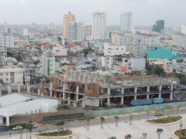 Dự án Golden Square của Công ty Cổ phần Địa ốc Đông Á bị bỏ hoang với những cọc sắt hoen rỉ