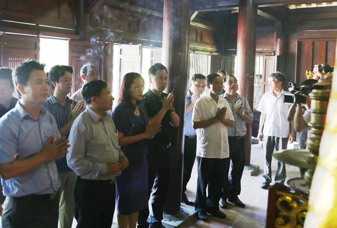 Đoàn đến dâng hương tại Đền thờ Danh nhân văn hóa thế giới, Đại thi hào Nguyễn Du