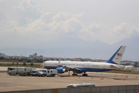 Chiếc C-32 này chở rất đông nhân viên, đoàn hộ tống, an ninh, mật vụ... dự phòng phục vụ Tổng thống Mỹ. Ảnh: LÊ PHI