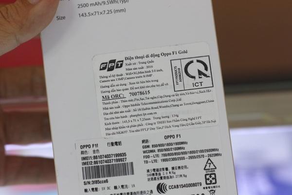 Oppo F1 do Công ty TNHH Sản phẩm công nghệ FPT phân phối, được cửa hàng bán giá 4.990.000 đồng - Ảnh: H.Đ