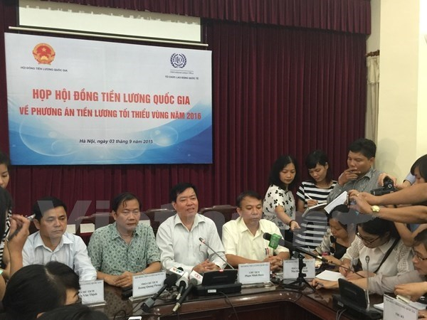 Hội đồng Tiền lương quốc gia công bố phương án tăng lương năm 2016. (Ảnh Hồng Kiều/Vietnam+)