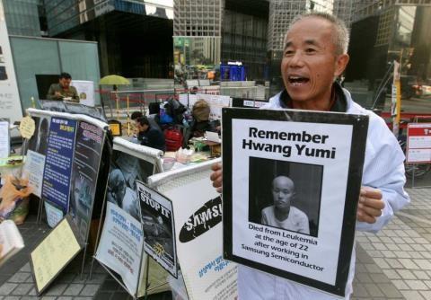 Di ảnh Hwang Yumi, một trong những nạn nhân đã chết vì mắc ung thư khi làm việc tại nhà máy của Samsung