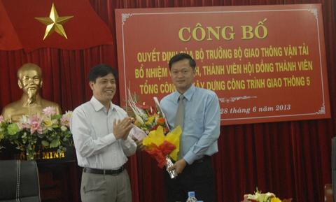 Chủ tịch Cienco 5 Bạch Ngọc Du (bên trái) được bổ nhiệm vượt cấp vào tháng 6/2015