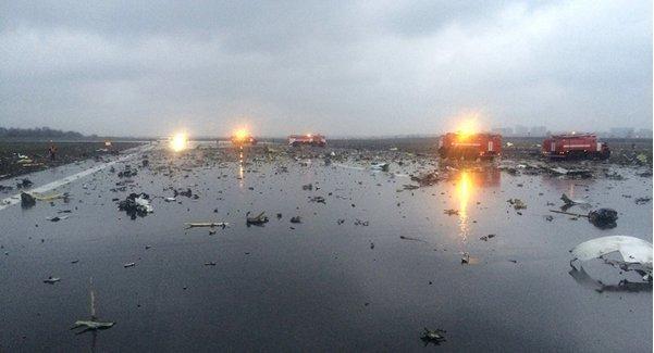 Hiện trường vụ tai nạn máy bay Boeing 737 của hãng bay FlyDubai tại Rostov-on-Don của Nga - Ảnh: Twitter ThisQueenPark