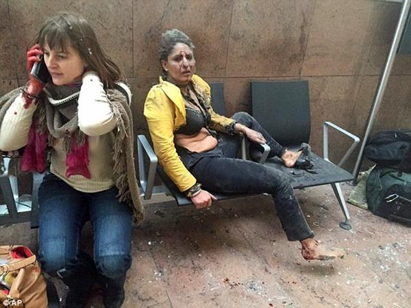 Nhiều hành khách hoảng sợ khi chứng kiến vụ nổ kinh hoàng.