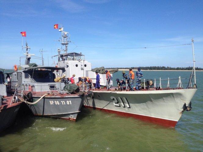 Tàu HQ 211 của Vùng 1 Hải Quân cập cảng Hải đội 2 - Ảnh: Doãn Hòa