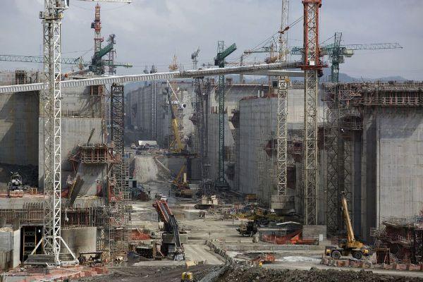 Kênh đào Panama trong quá trình mở rộng.