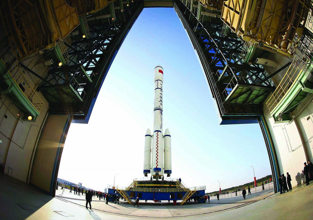 Tên lửa của Trung Quốc đang chuẩn bị được phóng vào không gian