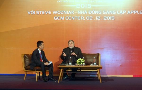 Đồng sáng lập Apple Steve Wozniak nói chuyện với giới doanh nghiệp trong sự kiện diễn ra cuối năm ngoái ở GEM - Ảnh: H.Đ