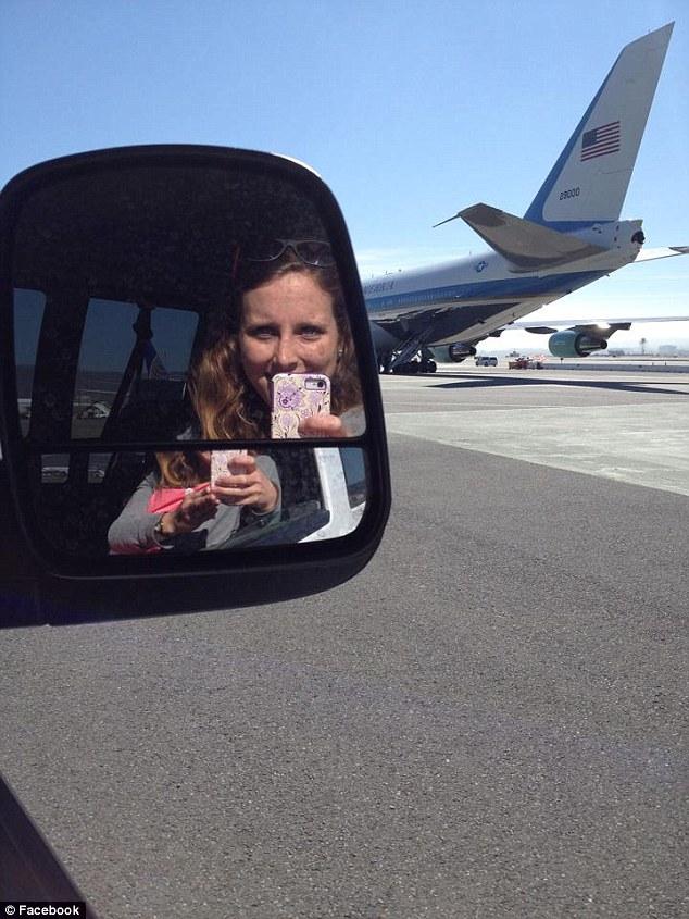 'Natalie những ngày đầu trong vai trò lái xe, vẫn còn hồn nhiên và chụp ảnh tự sướng.'