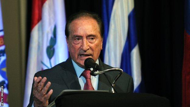 Eugenio Figueredo, cựu phó chủ tịch FIFA, bị bắt hồi tháng 5 vì liên quan đến hối lộ.