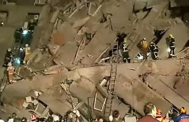 Hơn 1500 người đang tham gia công tác cứu hộ - Ảnh chụp từ clip