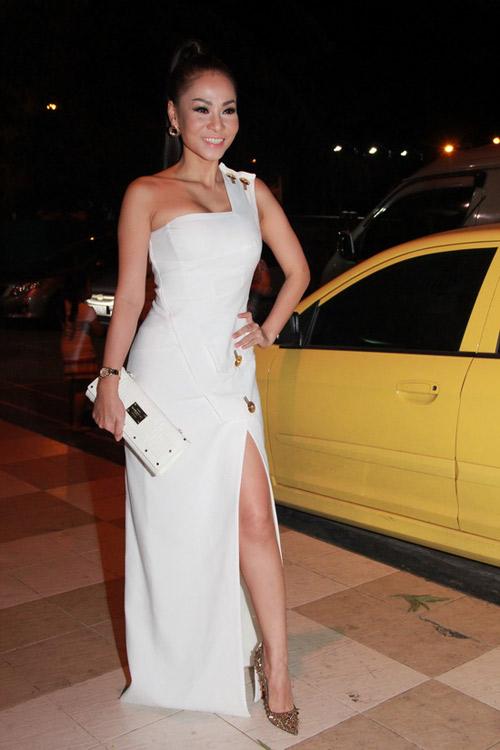 Thu Minh luôn xuất hiện với những bộ cánh hàng hiệu tên tuổi như Gucci, Versace, Chanel, Valentino, Alexander McQueen,...