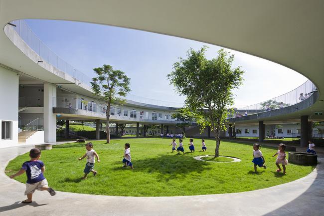 Công trình được hoàn thành vào tháng 10/2013, những công nhân ở Đồng Nai có thể yên tâm khi con được học tập và vui chơi trong không gian tuyệt vời như thế này.