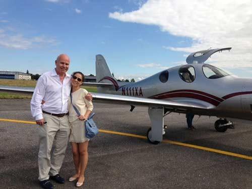 Không chỉ vậy, vợ chồng Thu Minh còn sở hữu chiếc máy bay Piaggio P180 Avanti II của thương hiệu Piaggio Aeros trị giá 5,7 triệu USD (khoảng 120,2 tỷ đồng).