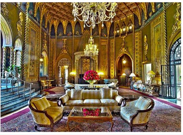 Đó là một trong những khách sạn nhất kỳ lạ với 118 phòng xây từ những năm 1920. Trump mua lại khách sạn vào năm 1985 với giá dưới 10 triệu USD, cải tạo và biến nó thành resort như hiện nay.