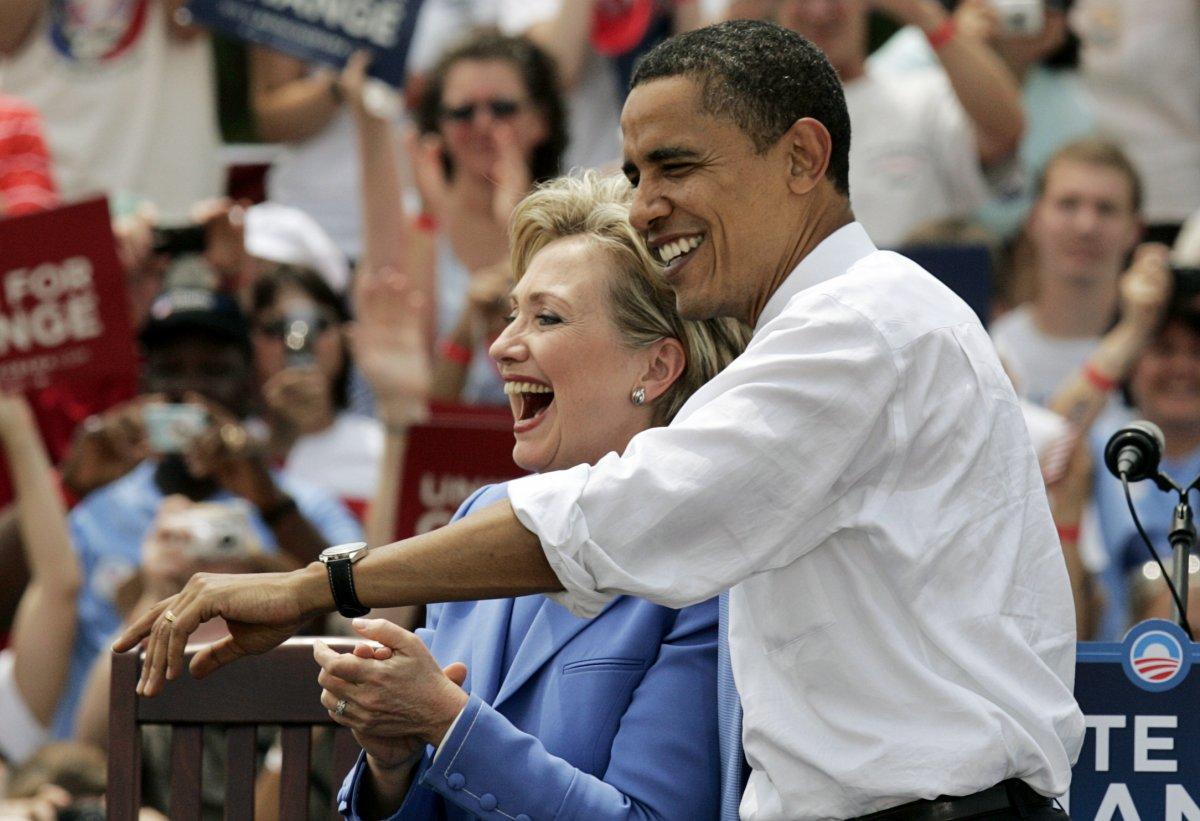 Bà Hillary Clinton lên tiếng ủng hộ ông Obama trong buổi vận động tranh cử cùng ông lần đầu tiên tại Unity, New Hampshire tháng 7/2008. Ảnh: Jim Bourg/Reuters