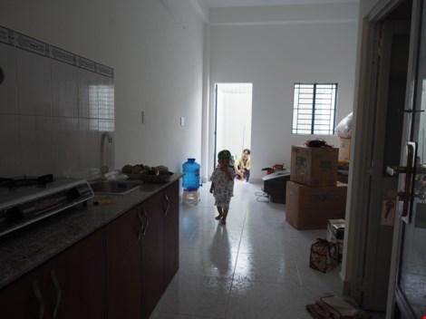 Diện tích 20m2 có đầy đủ bếp, phòng khách, nhà vệ sinh và chỗ ngủ