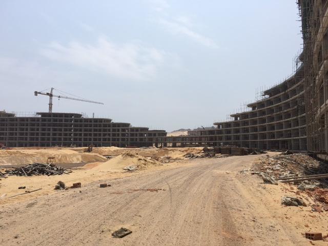 Tổ hợp khách sạn đang xây dựng