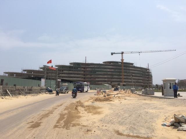 Chủ dự án cho biết, hiện công trình đang trong giai đoạn cao điểm có khoảng 4.000 lao động đang làm việc và xây dựng ở công trường FLC Quy Nhơn.