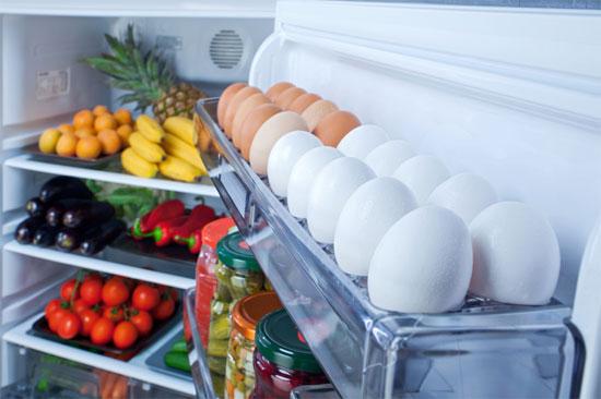Tủ lạnh được lấp đầy tượng trưng có sự dồi dào, no đủ