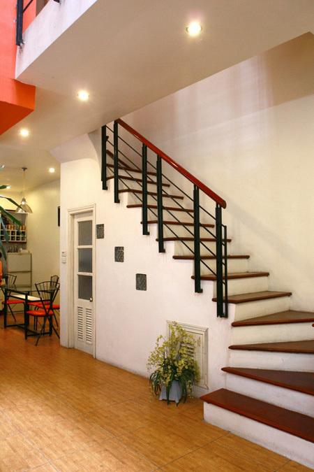 Với những cầu thang dài và rộng có thể tận dụng gầm cầu thang để làm phòng vệ sinh hay phòng kho, phòng kỹ thuật.