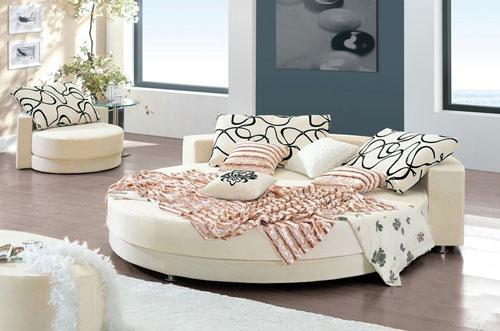 Chiếc giường này không chỉ để nằm mà bạn cũng có thể bố trí thành sofa ngồi trò chuyện cùng người thân, bạn bè.