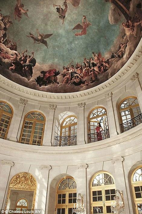 Được đặt tên theo tên Hoàng đế Louis XIV – người đã trị vì nước Pháp trong suốt 72 năm, lâu đài Chateau Louis XIV được thiết kế mang đậm phong cách từ thế kỷ 17.