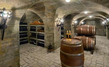 Hầm rượu vang với sức chứa 3000 chai.