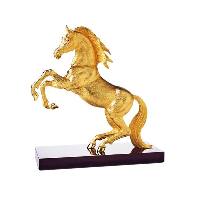 Ngựa tượng trưng cho sự nhanh nhạy và tăng tiến trong tiền tài