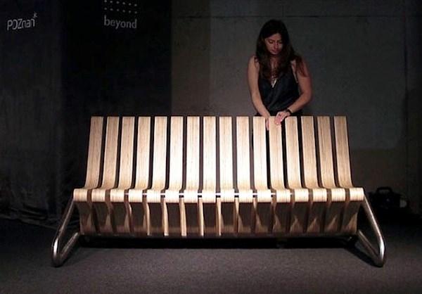 Với không gian nhà nhỏ hẹp, bạn có thể dùng một chiếc ghế tiện dụng này, vừa có thể làm ghế nối vừa có thể làm giường ngủ. Đặc biệt khi cần một bộ bàn ghế lịch sự cho phòng khách, bạn có thể xoay nó như hình trên.
