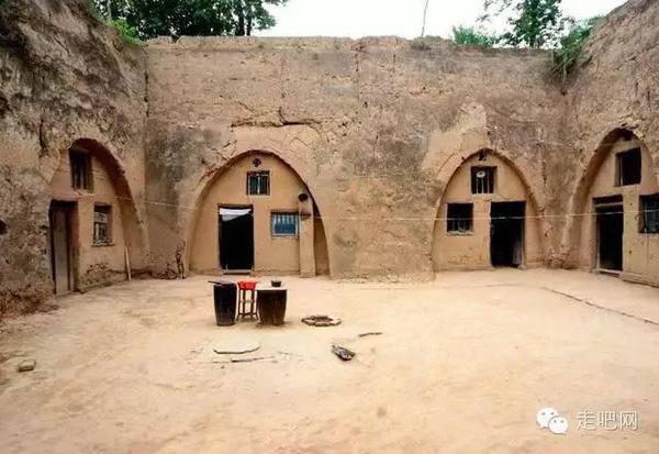 Để có được một căn nhà dưới lòng đất như thế này, mỗi hộ gia đình phải mất từ 2 đến 3 năm đào đất lấy chỗ trống rồi mới tiến hành xây dựng.