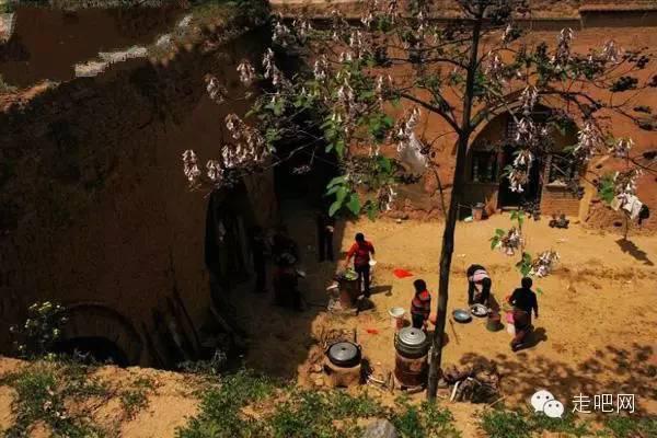 Mọi sinh hoạt của các hộ gia đình ở những ngôi làng dưới lòng đất này đều gói gọn trong căn nhà nhỏ kín đáo của mình.