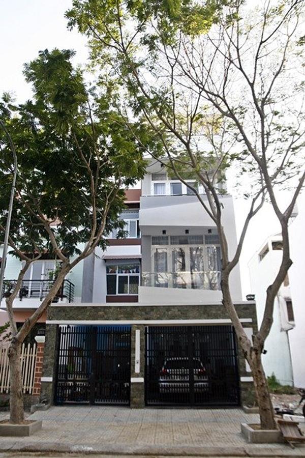 Ngôi nhà 3 tầng hiện đại của vợ chồng Đức Thịnh – Thanh Thúy.